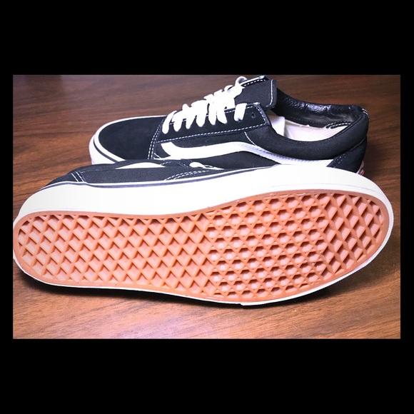 Vans Shoes - Vans Old Skool Sneaker 2bde57881